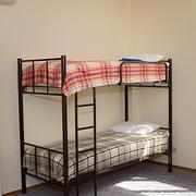 Кровати двухъярусные,  односпальные для хостелов,  гостиниц